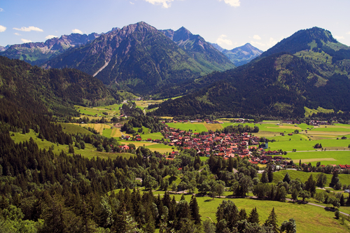 http://www.planetware.com/i/photo/bavarian-alps-d1643.jpg