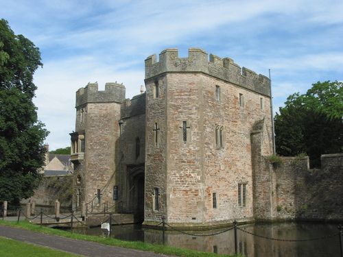 Picture of Bishop's Palace, Wells - Bishop's Palace in Wells.