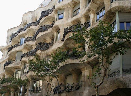 Casa Mila (La Pedrera) information. Casa Milà by Gaudi in Barcelona.