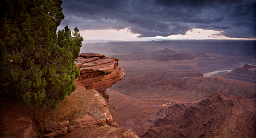 http://www.planetware.com/i/photo/dead-horse-point-state-park-utah-ut406.jpg