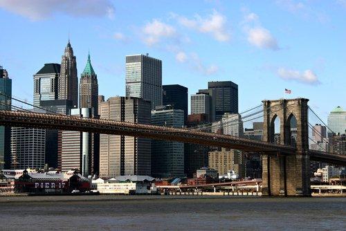 Pics Of New York Skyline. Brooklyn Bridge and New York