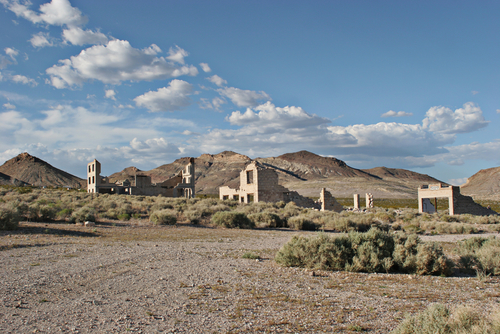 ruins-of-abandoned-town-in-nevada-nvlv437.jpg