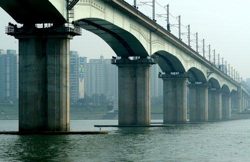 http://www.planetware.com/i/photo/seoul-bridge-seoul-kor010.jpg