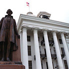 Picture - Alabama state capitol with statue, Montgomery.