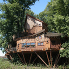 Picture - A garden treehouse in Alnwick.