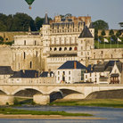 Picture - Hot air balloon over Amboise City.