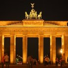 Picture - Night view of the Brandenburg Gate.