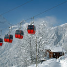Picture - Pairs of four cable cars in Braunwald.