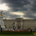 Picture - Buckingham Palace and the Victorian Monument.