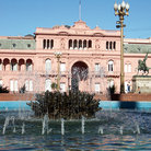 Picture - A fountain at Casa Rosada in Buenos Aires.