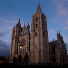 Picture - The Cathedral in León seen at night.