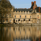 Picture - The Musée National du Château de Fontainebleau reflecting in water.