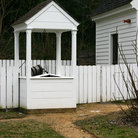 Picture - Historic water well in Colonial Williamsburg, Virginia.