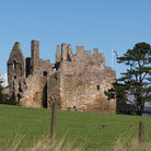 Picture - Dirleton castle outside Edinburgh.