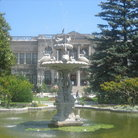Picture - The Swan Fountain in the grounds of the Dolmabahce Palace in Istanbul.