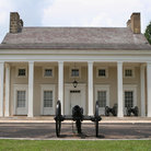 Picture - Southern mansion and cannons at Chickamauga National Military Park.