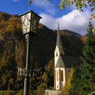 Picture - Church and lamp in Heiligenblut.