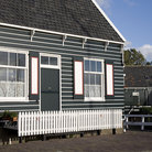 Picture - A traditional house in Marken.