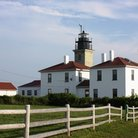 Picture - The Beavertail lighthouse and caretaker's house in Jamestown.