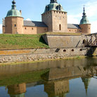 Picture - The Kalmar Castle reflecting in water.