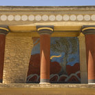 Picture - Colorful columns on the Knossos Palace at Makritíkhos.