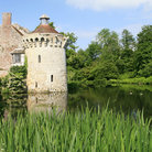 Picture - The Scotney Castle and moat.