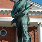 Picture - Statue of Confederate Soldier in front of the Courthouse in Leesburg.