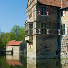Picture - Moat around castle Burg Vischering.