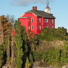 Picture - The old Marquette Harbor Lighthouse on the shores of Lake Superior.