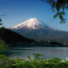 Picture - Lake in front of Mt Fuji.