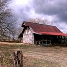Picture - Rustic barn on farm in rural Nashville.