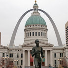 Picture - Old Courthouse & Gateway Arch in St Louis.