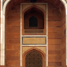 Picture - Arch over a doorway at Humayun's Tomb in Old Delhi.