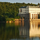 Picture - The Orlik castle reflected in calm waters.