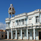 Picture - Columns and balconies on the Palacio de Ferrer in Cienfuegos.