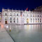 Picture - An evening view of the Palacio de la Moneda in Santiago.