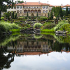 Picture - A pond in front of the Philbrook Museum of Art in Tulsa.