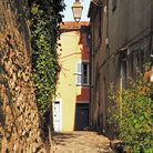 Picture - An alley in Ramatuelle.