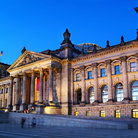 Picture - Evening view of the Berlin Reichstag.