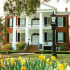 Picture - Rosalie Mansion (1820s) & Gardens in Natchez.
