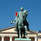 Picture - Statue of Norwegian King Carl Johan in front the Royal Palace in Oslo.