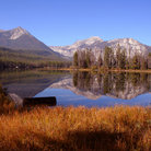 Picture - A lake and mountains in the Sawtooth Mountains.