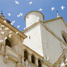 Picture - Decorative birds around the Basilica of Saint Francis in Assisi.
