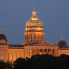 Picture - The Iowa State Capitol in Des Moines lit up at night.