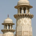 Picture - Minaret of the Taj Mahal in Agra.
