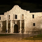 Picture - The Alamo in San Antonio at night.