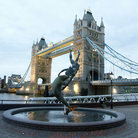 Picture - Fountain in front of the Tower Bridge in London.