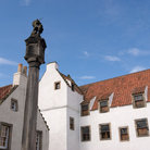 Picture - The market cross and medieval buildings in Culross.