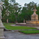 Picture - Statues and fountain at Vizcaya Museum and Gardens.