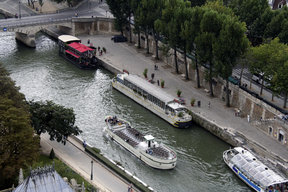 Picture - Tour boats on the Seine River in Paris.